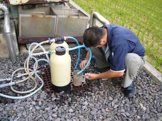 デモ器処理水採水中
